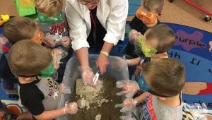 Southwest Regional STEM Manager Deb Frazee visits Hamburg Elementary